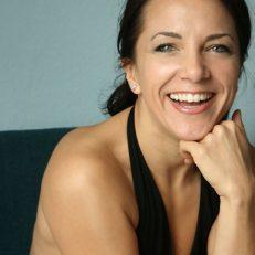 Julie lacht Portrait toll